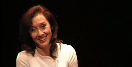colando-attrice-sorriso
