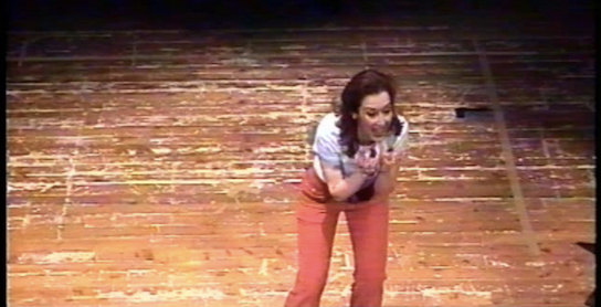 colando-attrice-sul-palco2